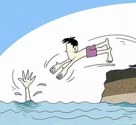 九旬老人跌落水塘 小伙见义勇为救人