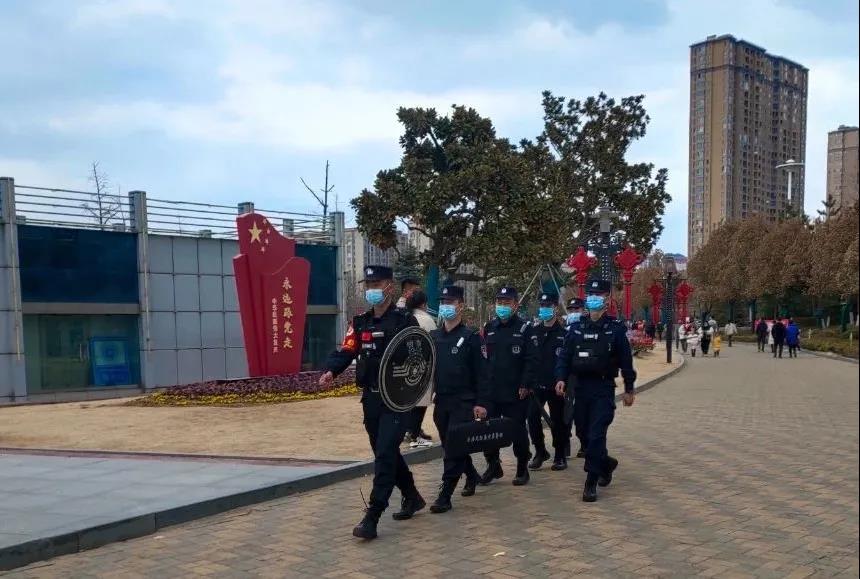 """文明实践·时代新风︱春节期间 每天3200余名警力守护连云港""""平安年"""""""