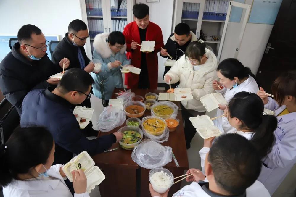 """文明实践·时代新风︱春节长假坚守7天 他们做出了3000份幸福""""样本""""!"""