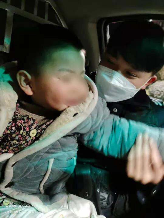 一群好人·满城春风︱深夜11点,3岁男童赤脚走在大街上……