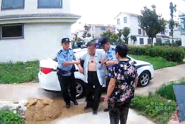 一群好人·满城春风︱警车开出百米远 中暑获助的老人还在挥手告别